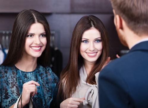 How A Confident Alpha Male Approaches Women